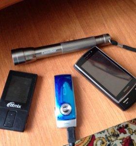 2 музыкальных светлый работае плееров и телефон