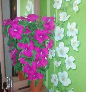Искусственный цветок украсит дом каждой хозяйки.