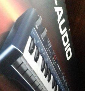 Миди клавиатура M-AudioOxygen49