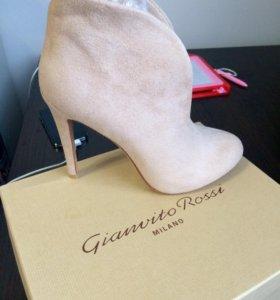 Замшевые весенние ботиночки (новые)
