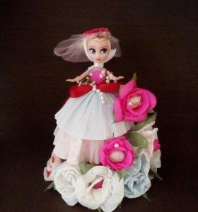 Кукла,оформленная цветами