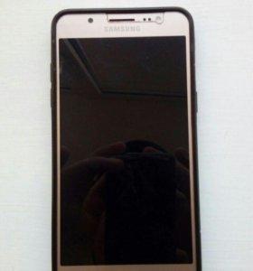 Продаю телефон Samsung J5 (2016)