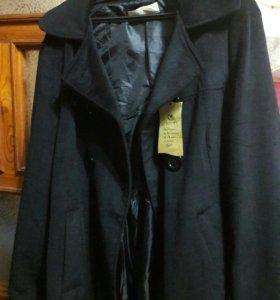 Пальто велюровое новое.
