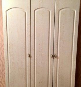 Шкаф для спальни и очень удобный для детей .