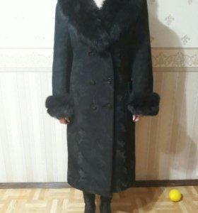 В отличном состоянии, пальто с натуральным мехом