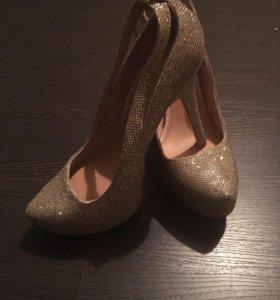 Туфли новые,скрытая платформа,каблук 11 см