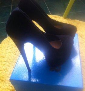 Туфли женские, замшевые. Черные.