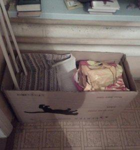 Коробка старых игрушек.
