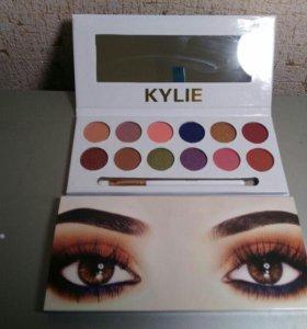 Тени Kylie 12 оттенков+ кисть+ зеркало