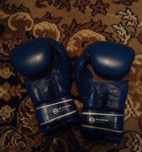 Боксерские перчатки+ защита на ноги