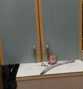 Стол и шкаф кухонный