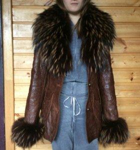 Женская кожаная куртка с мехом лисы