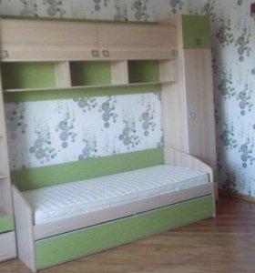Детская стенка с кроватью и матрацем