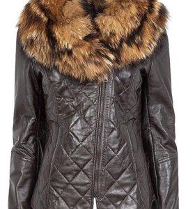 Куртка из натуральной кожи с отделкой мехом енота