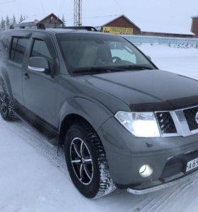 Nissan Pathfinder 2.5 AT дизель 4WD