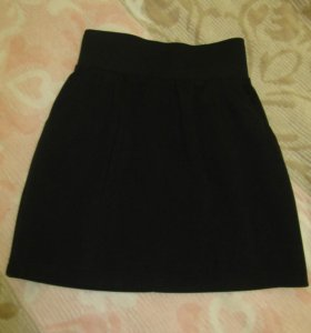Юбка черная трикотажная с карманами
