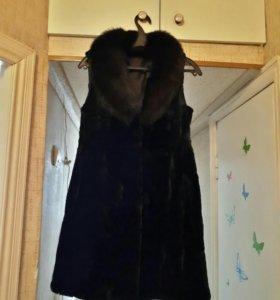 Жилетка из мутона, воротник - песец 44-46р.