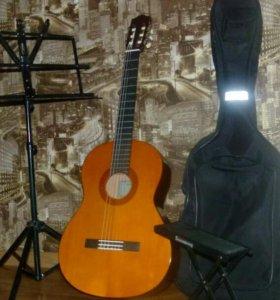 Гитара шестеструнная( полный комплект)