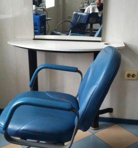 Продаеться парехмахерское кресло и зерколо