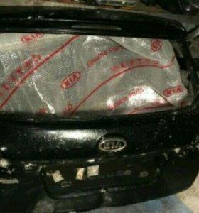 Крышка багажника Kia Venga