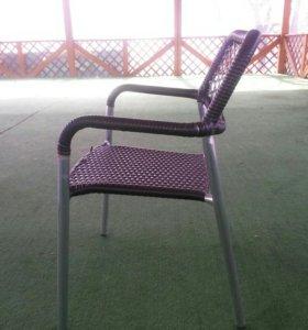 Кресло для улицы из ротанга.