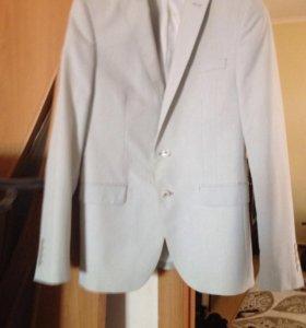 Мужской пиджак Zara.
