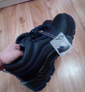 Новые ботинки с этикеткой