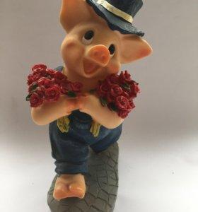Фигурка Поросёнок с розами.