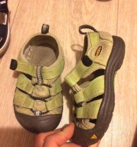 Keen сандали