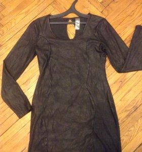 платье черное приталеное