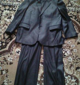 Костюм мужской 42 размер и есть на 7 лет костюм