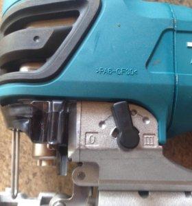 Лобзик электрическй  макита 4350 FST
