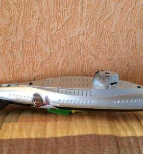 Подводная лодка на моторе