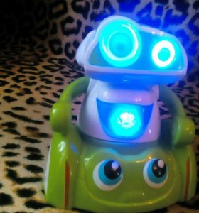 Игрушка робот. Заводная.