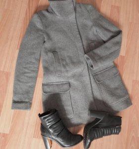 Пальто Zara.