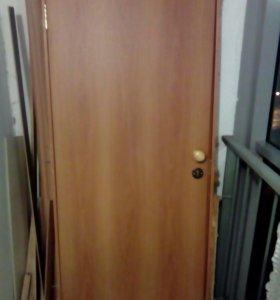 Дверь новая деревянная с замком с ключами