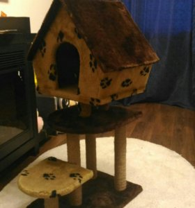 Кошачий дом с когтеточкой