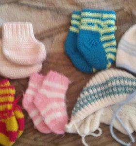 Вязаные носочки и шапочки