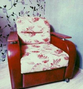 Мягкая мебель(диван и 2кресла)