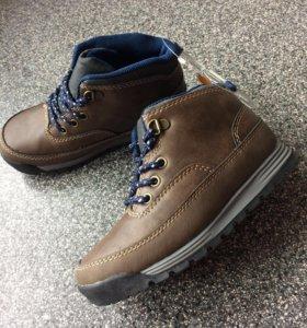 Новые ботинки Carters