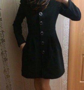 Пальто демисезонное 42