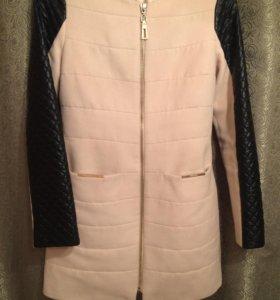 Пальто с кожаными вставками на рукавах
