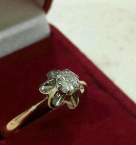 Золотое кольцо с бриллиантом СССР