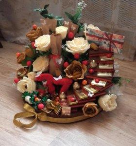 Цветочно-конфетный подарок