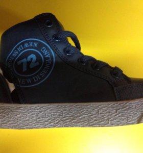 Новые ботинки д/м