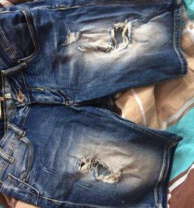Джинсовые шорты с порезами