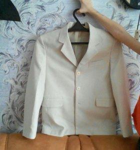Пиджак с желеткой ,38 размер