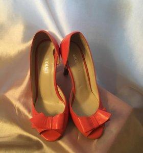 Туфли красного цвета
