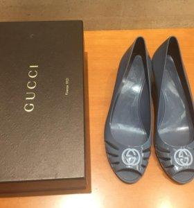 Gucci резиновые босоножки оригинал