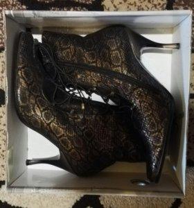 Ботинки на шнуровке 40 + босоножки